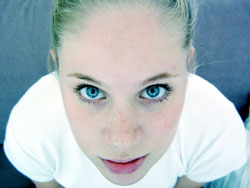 girl_close_up_face_blue_eyes